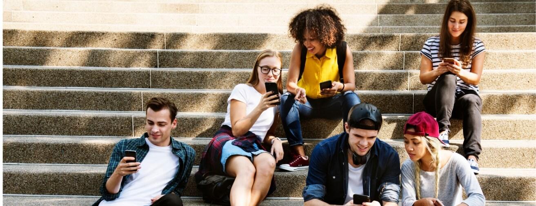 Geração Z compra online, mas quer tecnologia e lojas físicas