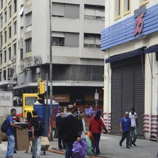 Lojas de rua e setor imobiliário podem reabrir amanhã em SP com restrições, confirma Prefeitura