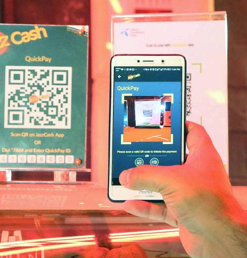 Redução de custos operacionais gerada pelo Pix anima setor de comércio