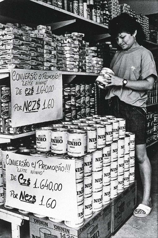TRAUMA -Remarcação de preços nos anos 1980: fantasma do passado – Altamiro Nunes/AP/Imageplus/